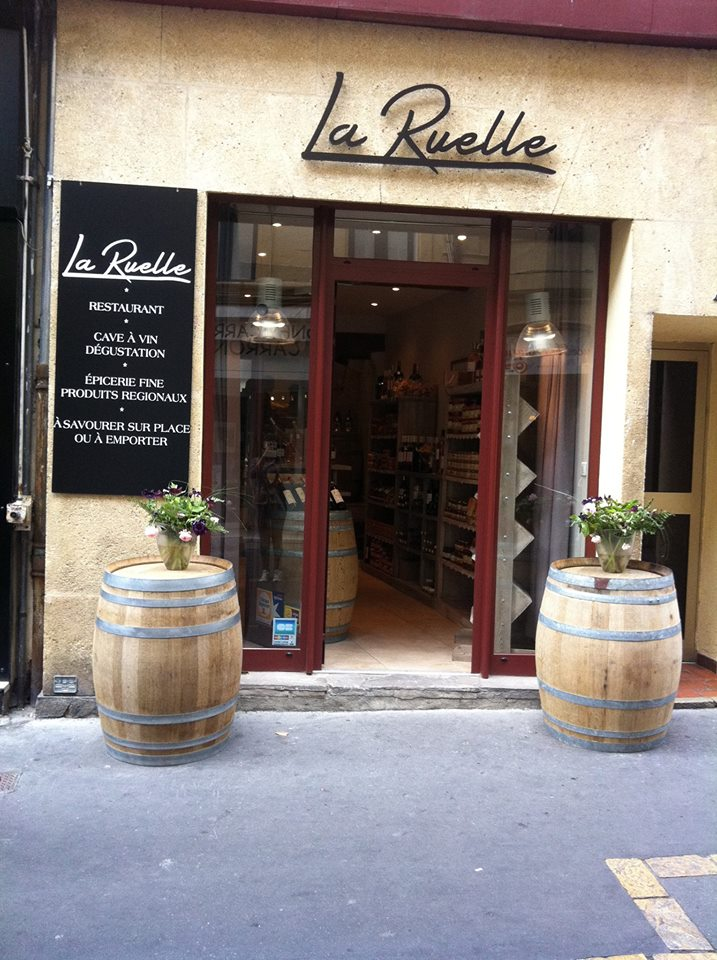 restaurant la ruelle aix en provence mademois 39 ailes coco. Black Bedroom Furniture Sets. Home Design Ideas