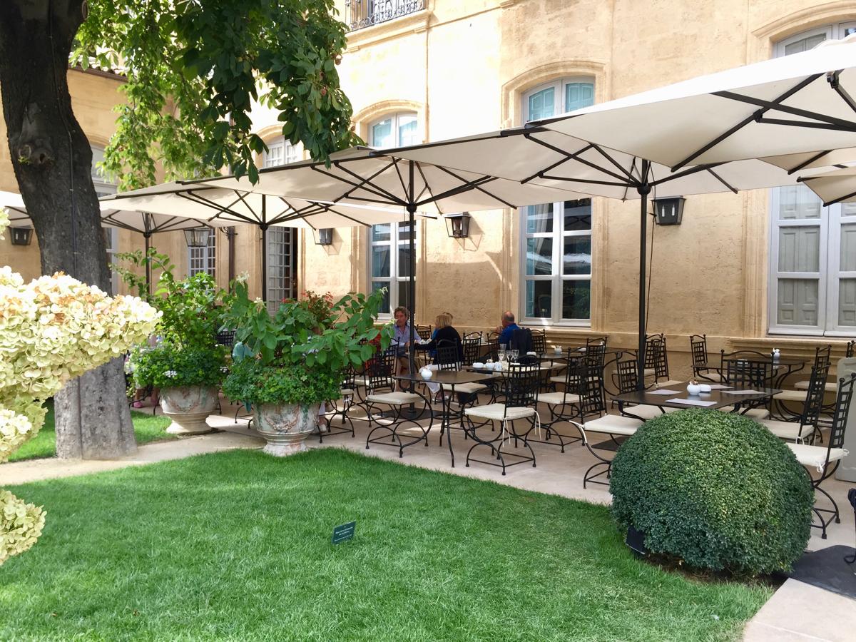 centre d 39 art caumont aix en provence mademois 39 ailes coco. Black Bedroom Furniture Sets. Home Design Ideas